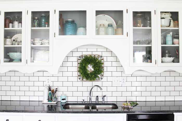 Ideas for your farm kitchen cabinets! Love this farmhouse style!