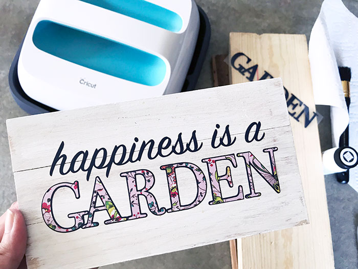 Make an Easy Mini Garden Sign Using EasyPress on Wood