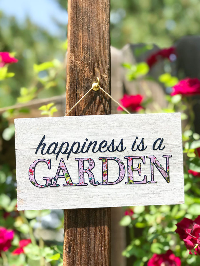 Learn how to make an easy garden sign using your Cricut and Iron on vinyl! A quick and easy project for summer!