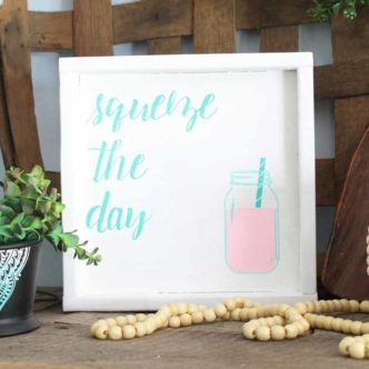 Make this super easy DIY jar painting with Chalk Couture! An easy way to add a mason jar to just about any surface!
