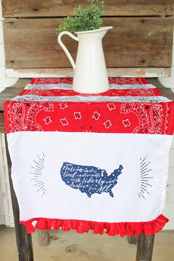 Make these patriotic decorations with Chalk Couture for your 4th of July celebration! An easy table runner and so many other ideas with this reusable transfer!