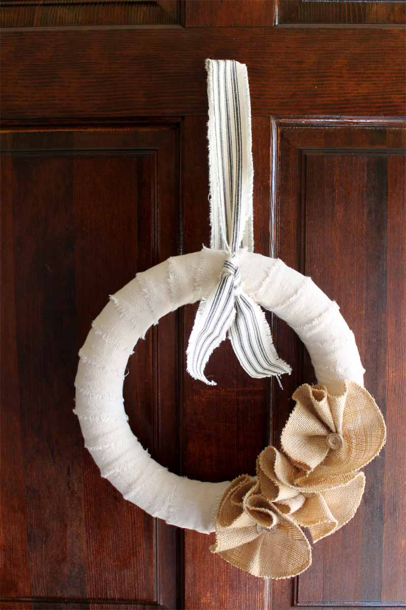 A great burlap wreath tutorial that you can make in 15 minutes or less!