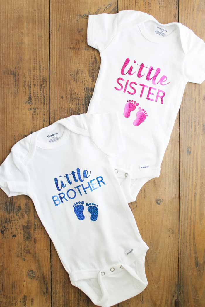 Great gender reveal ideas for family! Includes cut files for shirts for mom, dad, big brother, and some onesies perfect for the new little addition to the family!
