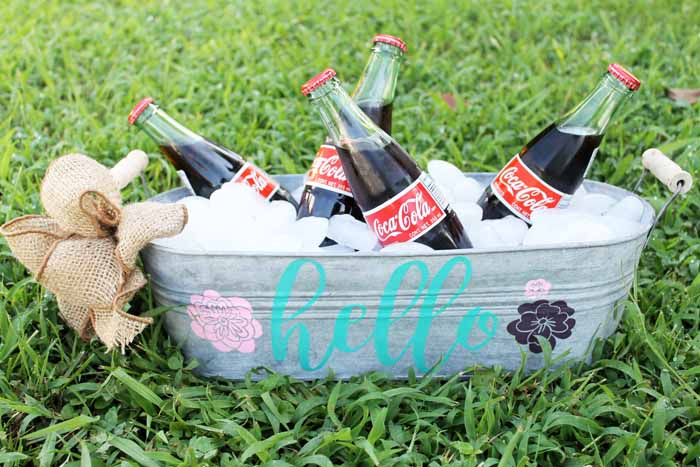 Make this personalized beverage tub with Chalk Couture! A great addition to any summer party and oh so easy to make in minutes!