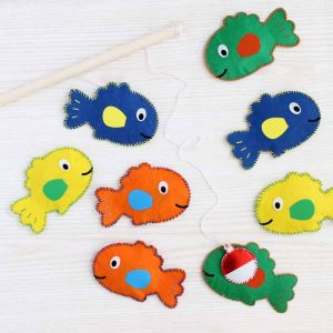 Make this magnetic fishing game for any toddler or pre-schooler in your life! A great handmade gift that is perfect for any holiday or birthday! So easy when made with your Cricut machine and Cricut EasyPress!