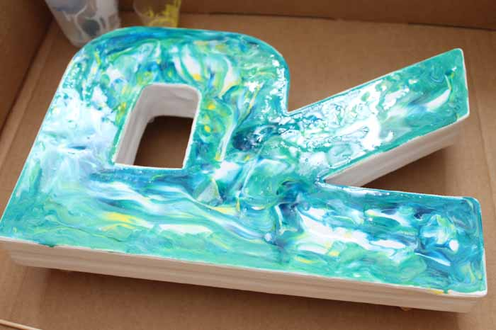 Make a marbling craft with epoxy resin! This fun monogram is perfect for a kids or teen room and is easy to make!