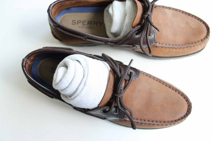 how to pack a pair of shoes