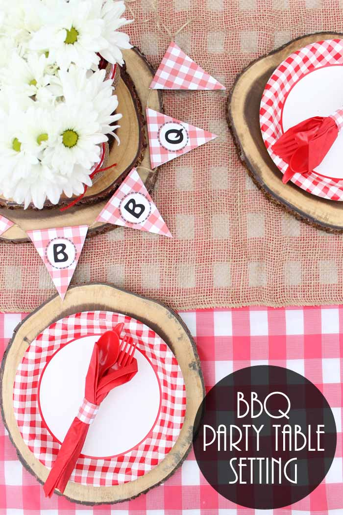 Add the finishing touches to your hot dog bar with this free printable BBQ banner!