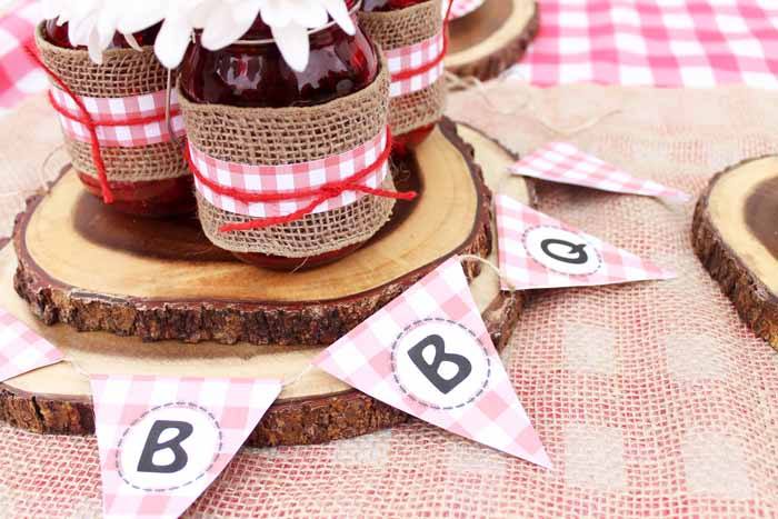 Need some party food ideas on a budget? How about hosting a party with a hot dog bar? We have free BBQ party printables as well and advice on getting cash back for your party needs!