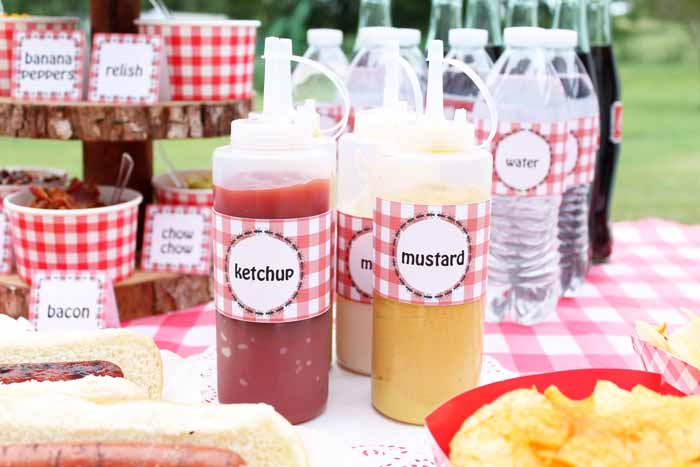 No hot dog bar is complete without condiments! Serve ketchup, mustard and mayo at your hot dog bar