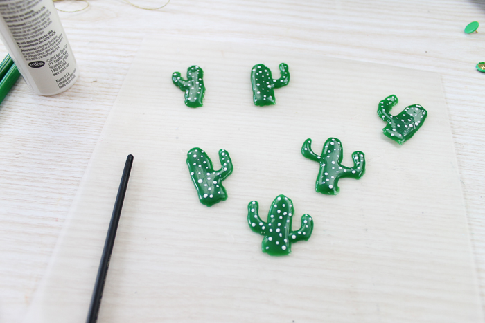 Make these decorative push pins with hot glue! A fun cactus shape that you can add to any cork board! A quick and easy project that anyone can make! #hotglue #cactus