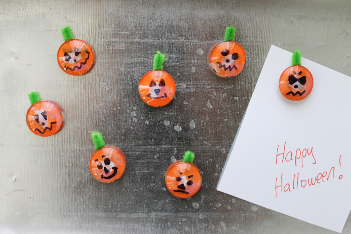 Want to make some easy Halloween crafts for kids? Try these pumpkin magnets and have a fun Testors Crafternoons in your own home! #testorscrafternoons #testors #kidscraft #pumpkins #halloween