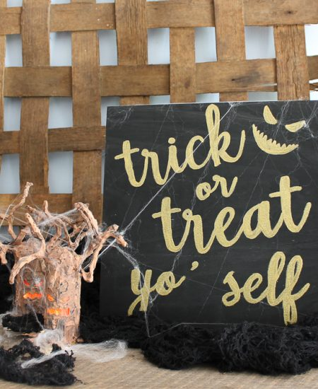 halloween mantel with sign