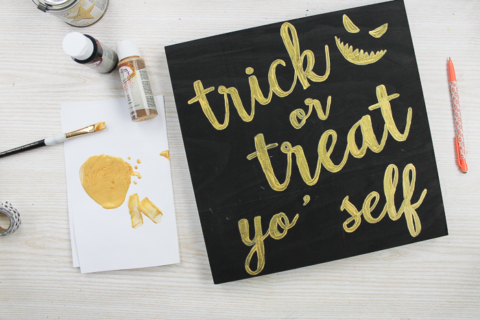 You can make Halloween signs easily with these DIY instructions! Make this fun trick or treat yo'self sign or use the same technique to create a sign for fall you love! Perfect for a Testors Crafternoons! #halloween #trickortreat #glitter