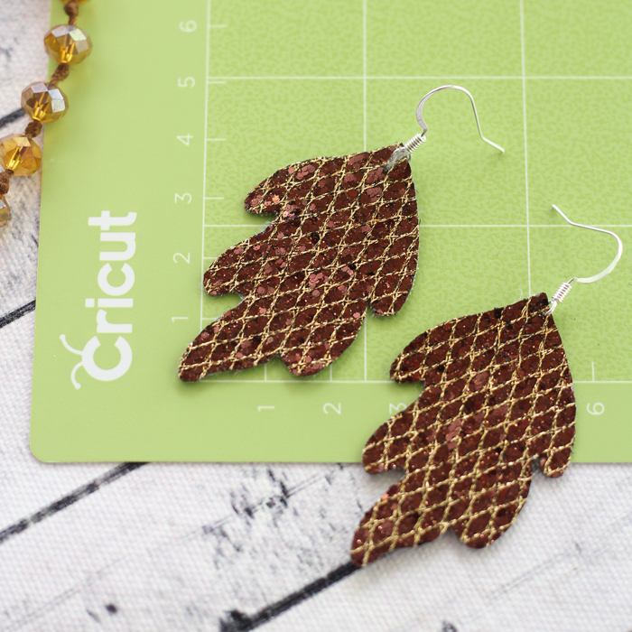 Learn how to make leather earrings with your Cricut machine! A quick and easy project for DIY jewelry that you will love!