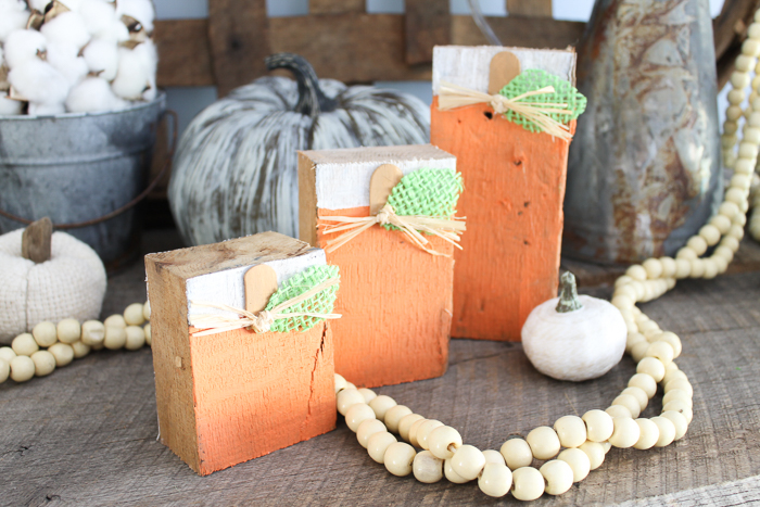 Making scrap wood projects is an inexpensive way to decorate your home! This idea turns scrap wood into reversible pumpkins and snowmen! Perfect to decorate from fall to winter! #crafts #diy