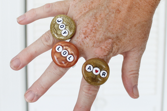Make statement rings from hot glue in any color and with any saying you want! #jewelry #diy #diyjewelry