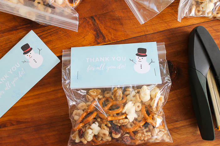 easy snack mix gift idea for the holidays