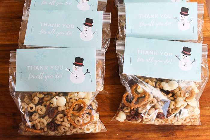 snowman themed snack mix for holiday gifts for the mailman