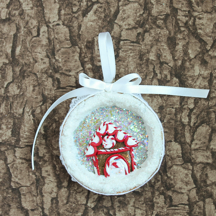 Learn how to make Christmas ornaments from clay using this simple craft tutorial! Glitter, oven bake clay, and an embroidery hoop combine into gorgeous ornaments! #christmas #clay #claycrafts