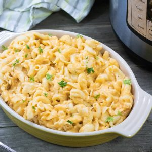 Make this instant pot mac and cheese for your family! A quick and easy recipe that is perfect for a week night! #instantpot #recipe #macandcheese