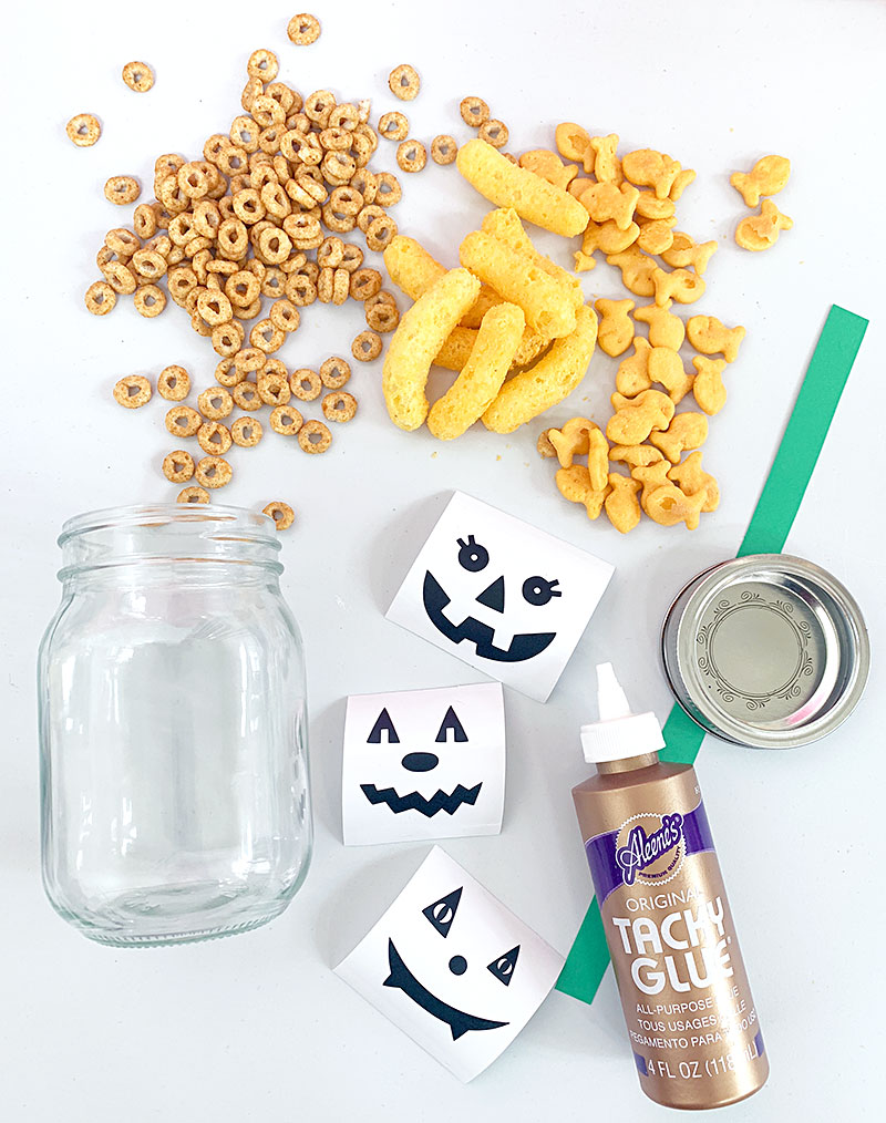 Cute DIY Halloween Snack Jar Craft #cricut