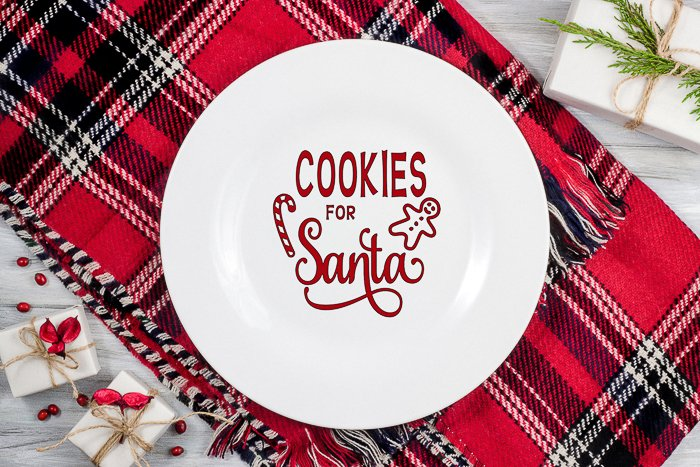 Make this cookies for Santa plate with your Cricut machine in minutes! Get the cut file and instructions! #cricut #cricutmade #santa