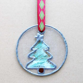 Make this DIY stained glass ornament easily! This technique mimics stained glass but is super easy to learn! #christmas #ornaments