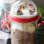 Make these mason jar Christmas gifts for those you love! Cute snow globe toppers for mason jars then add in hot chocolate or any other gift idea! #masonjars #christmas