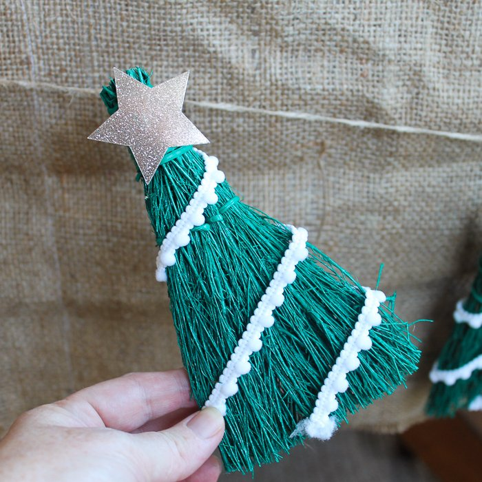 Make a Christmas tree ornament from a mini broom! A quick and easy craft project! #christmas #christmastree