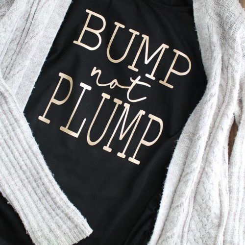 Make funny maternity shirts with your Cricut Maker and iron-on heat transfer vinyl! See how in this post and get this free SVG file! #cricut #cricutmade #maternity