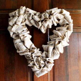 Make this heart wreath with burlap ribbon for your door for Valentine's Day! #valentinesday #burlap #heart #wreath