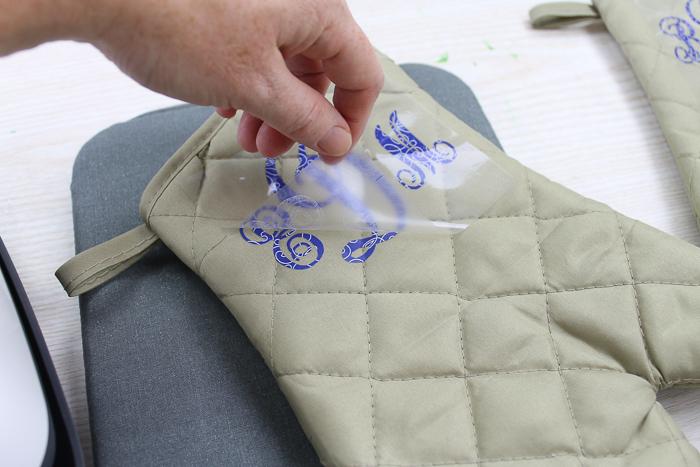 adding a monogram to an oven mitt