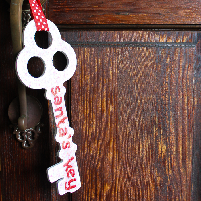 Make Santa's Key for your little one! Perfect for those that do not have a chimney! Santa's magic key can be used to open the door on Christmas Eve and leave all of those presents! #christmas #santa