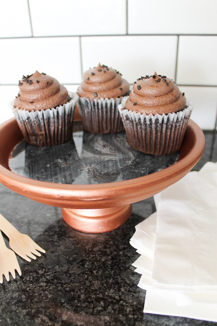 easy DIY stand for cupcakes