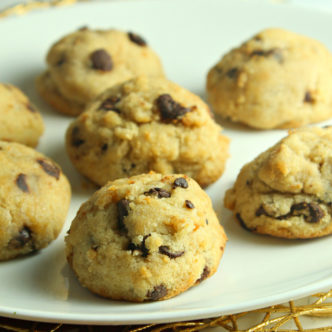 Make these healthy chocolate chip cookies today! A great recipe for a lighter version of your favorite chocolate treat! #recipe #chocolate #cookies