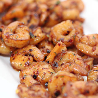 Make this spicy shrimp recipe in minutes for your family! #recipe #shrimp