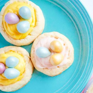 This is the easiest birds nest cookies recipe that you will ever find! Such a great dessert idea for Easter!
