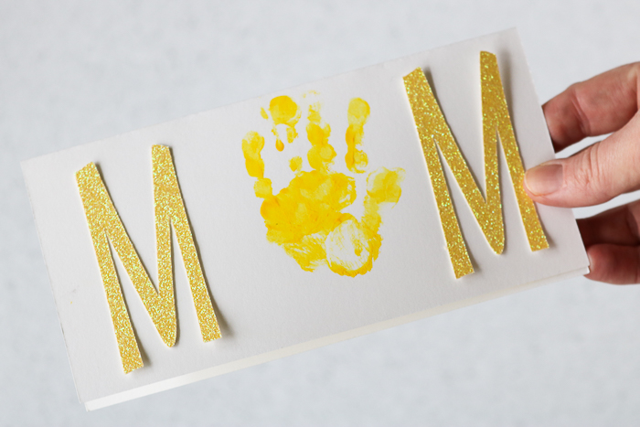 Mother's Day cards for preschoolers to make including a handprint.