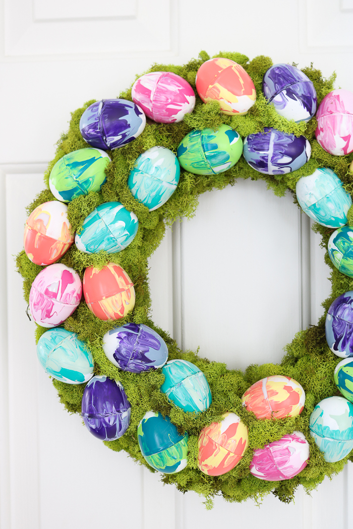 How to make marbled eggs for an Easter wreath.