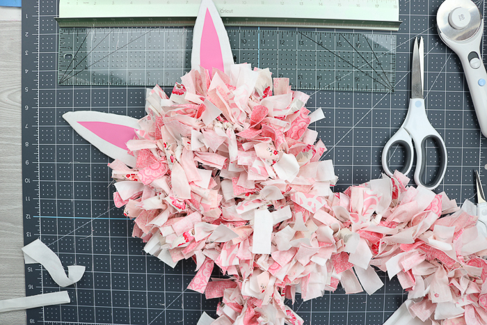 How to make a rag wreath look like an Easter bunny