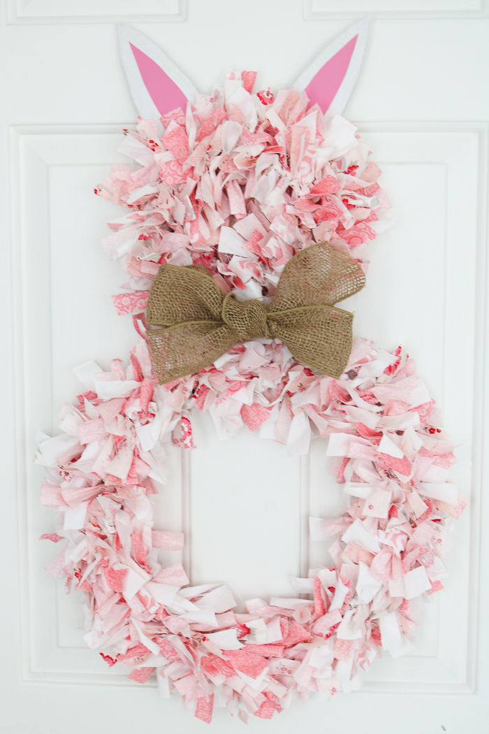 How to make a rag wreath in a bunny shape for Easter