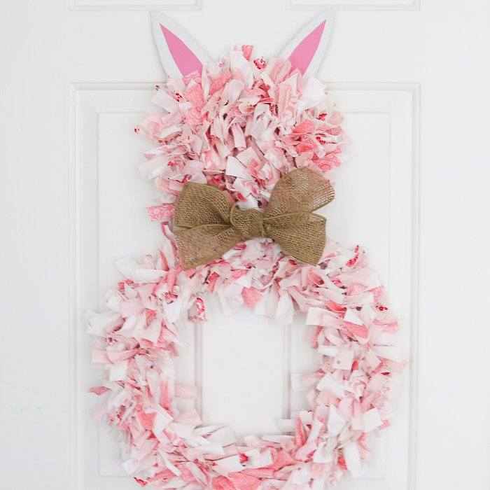 Rag wreath DIY for Easter: A cute bunny wreath from fabric scraps.