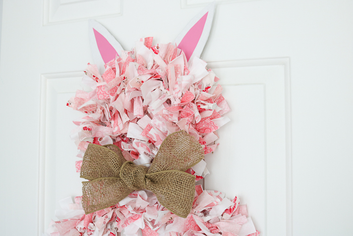 how to make a fabric rag wreath that looks like an Easter bunny