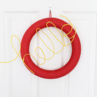 How to Make a Door Wreath with Yarn