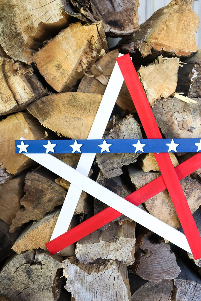 Learn how to make a large wooden star! A 15 minute project that is perfect for showing your patriotic pride outdoors! #patriotic #americana #redwhiteandblue #diy