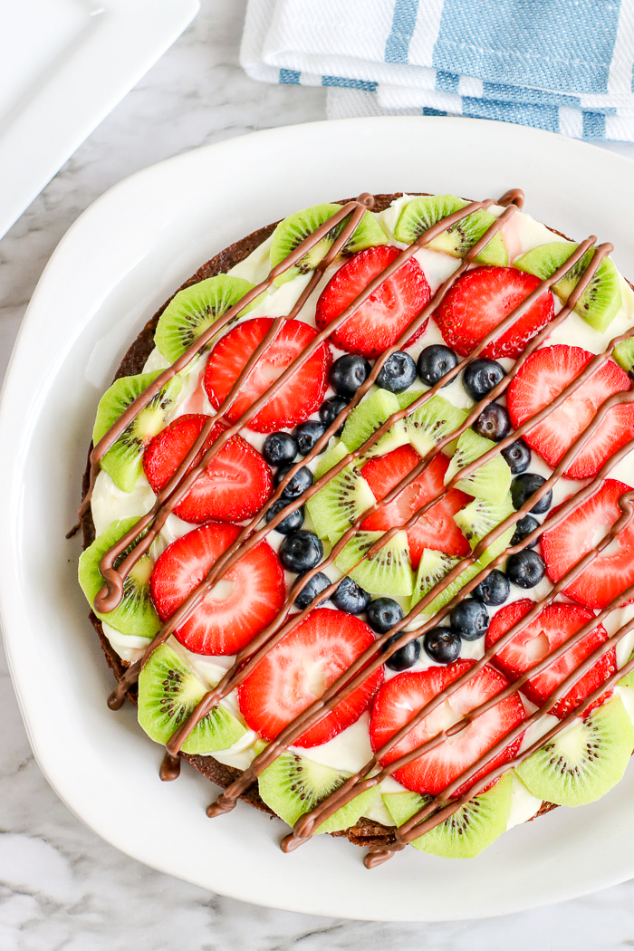 dessert pizza with fruit