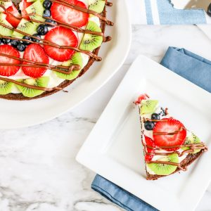 easy fruit pizza with brown crust