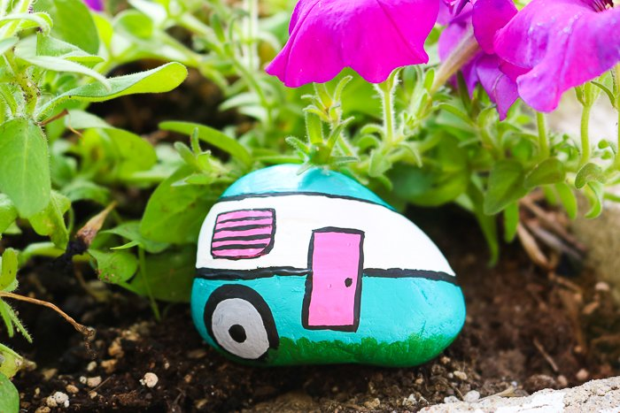 these camper painted rocks are perfect for your garden!
