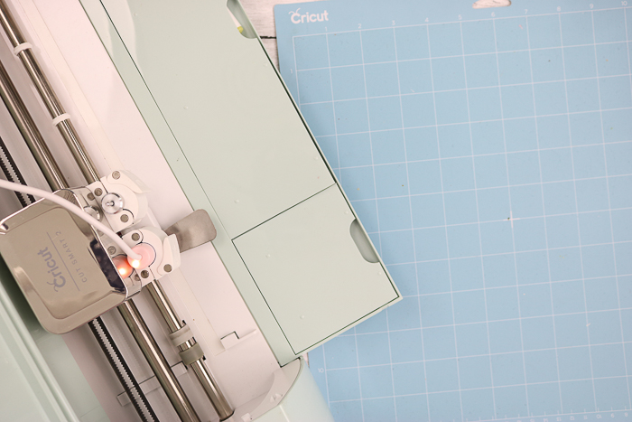 putting the foil quill in a cricut explore air 2